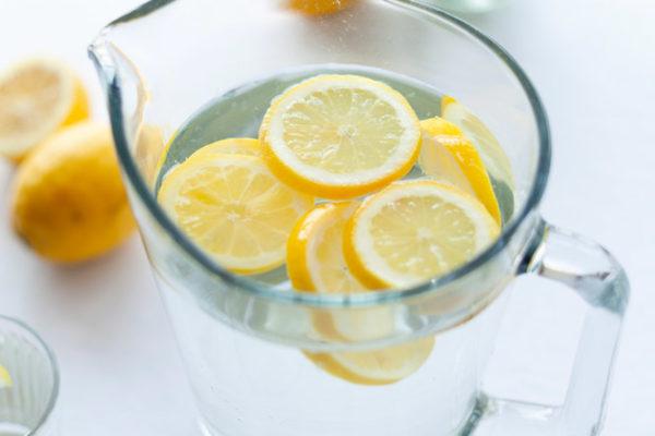 Pourquoi vous devez utiliser de l'eau citronnée pour la fertilité