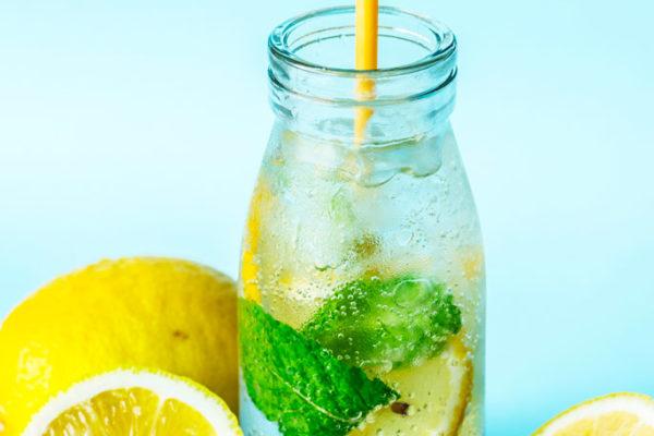 Avantages pour la santé de la boisson miracle de l'eau de citron