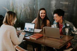 10 idées d'engagement des employés pour améliorer le travail d'équipe